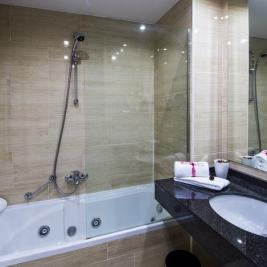 Double room bathtub Hotel Spa Diana Parc