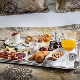 Breakfast Quadruple Room Hotel Spa Diana Parc